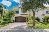 4 bedroom pool home in canyon isles